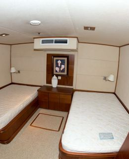 10 Cabins Motor Yacht (26)