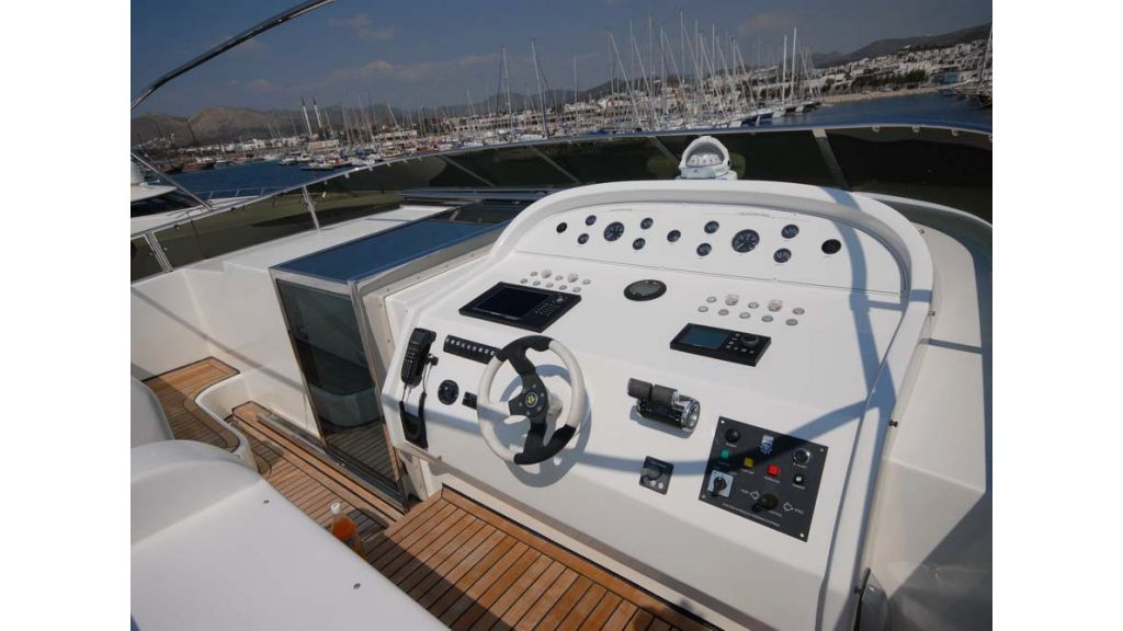 1287579340_motoryacht_for_sale_4