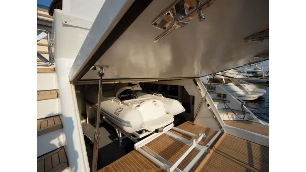 1287579362_motoryacht_for_sale_17