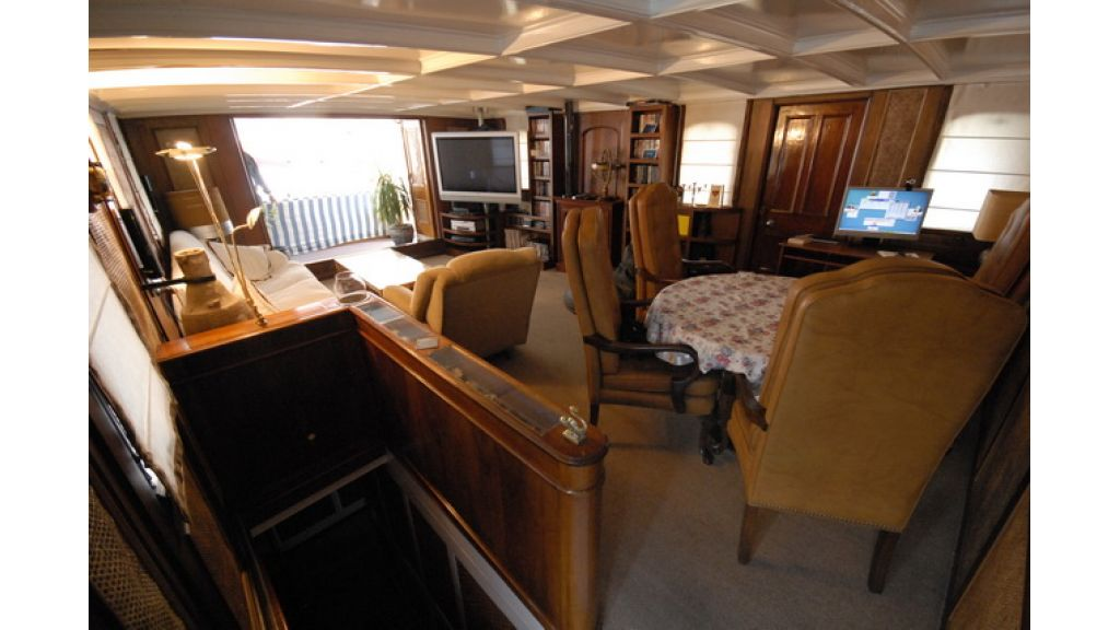 1287580154_clasic_motoryacht_for_sale_21