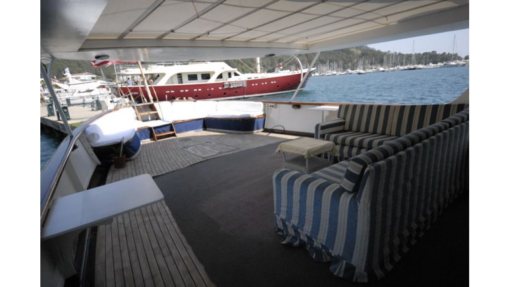 1287581075_clasic_motoryacht_for_sale_12