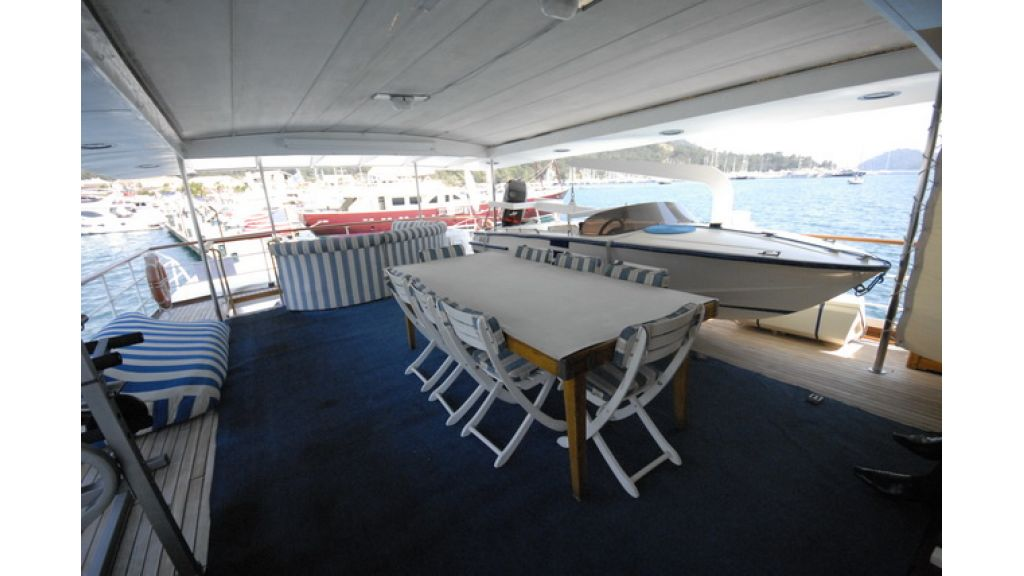 1287581084_clasic_motoryacht_for_sale_16