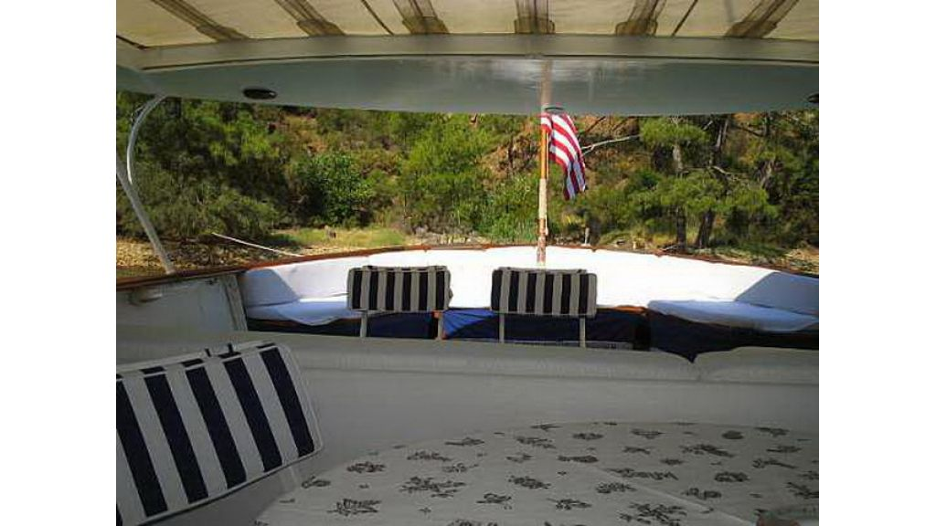 1287581092_clasic_motoryacht_for_sale_22