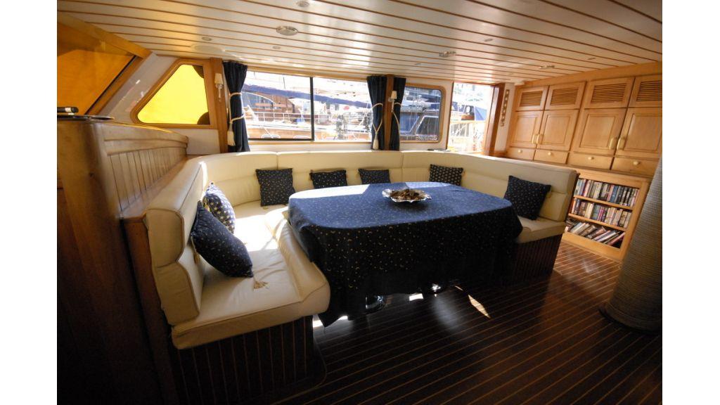 1287755510_boat_la_vicomtesse_8
