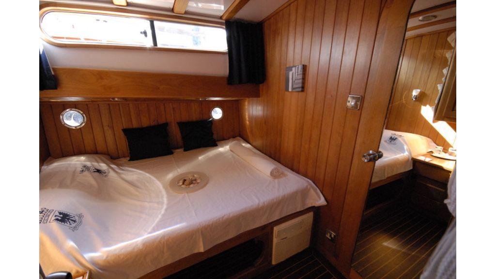 1287755520_boat_la_vicomtesse_13