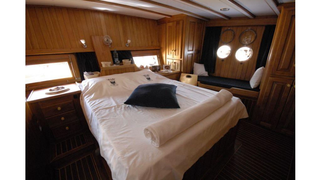 1287755530_boat_la_vicomtesse_16