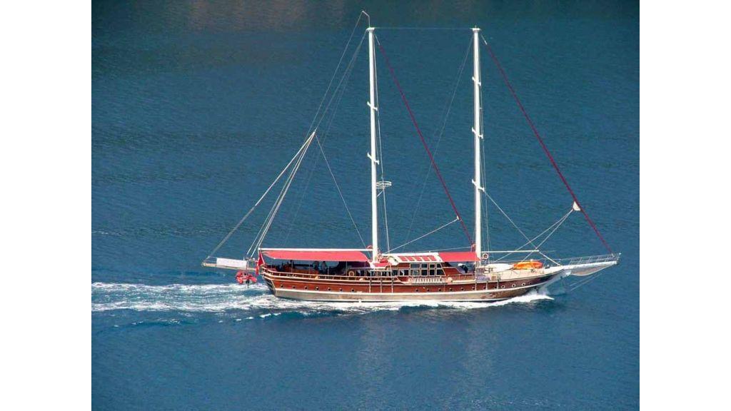 1288097357_transom_yacht_1