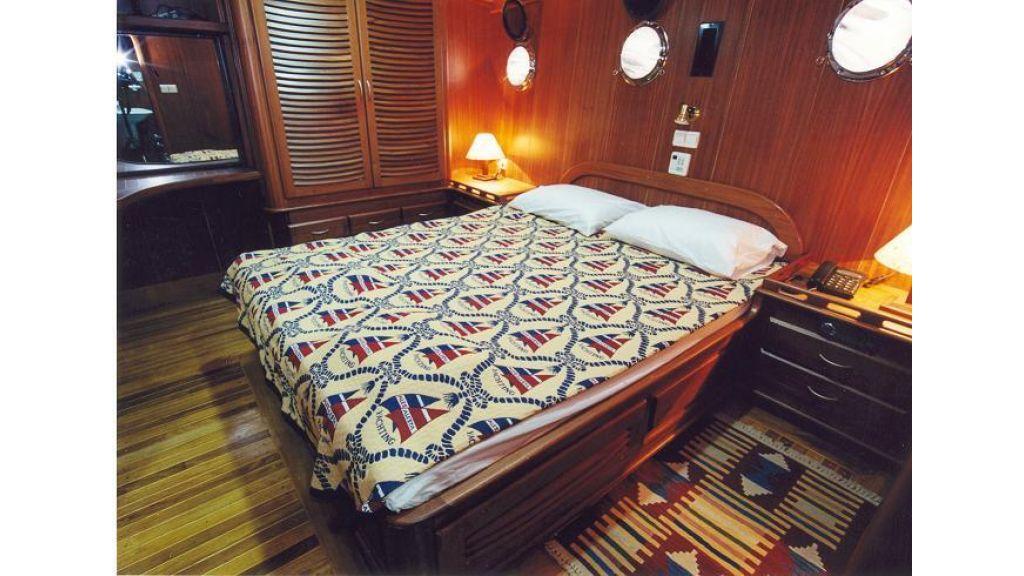 1288336186_kayhan12_cabin