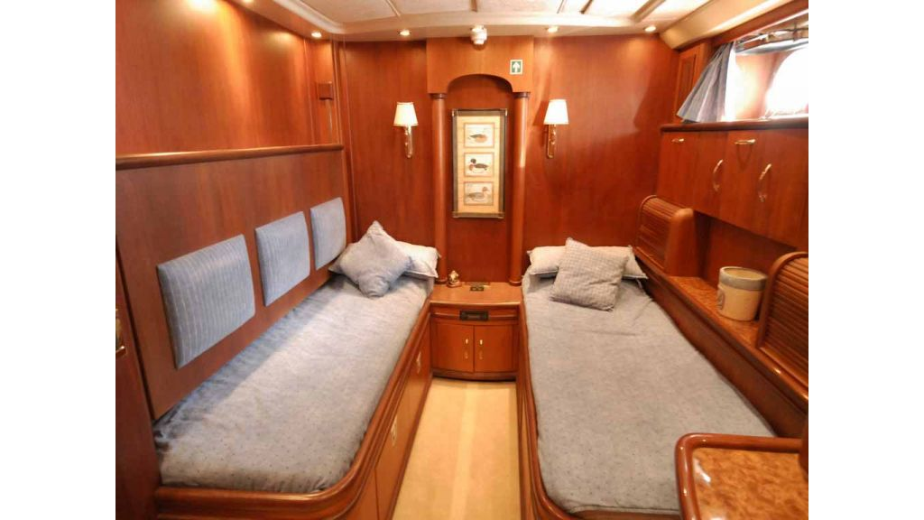 1288851199_motoryacht_for_sale__4