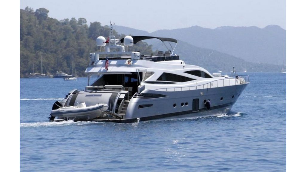1288861837_motoryacht_for_sale_12_resize