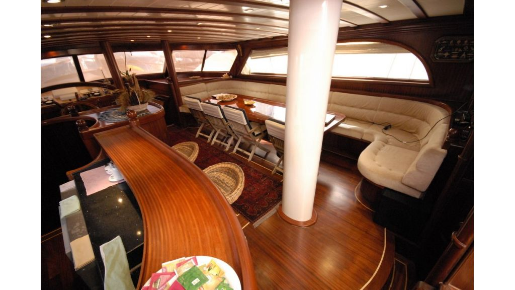 26-m-luxury-charter-bar
