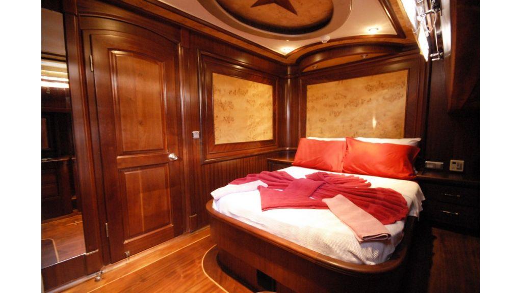 26-m-luxury-charter-boat cabin