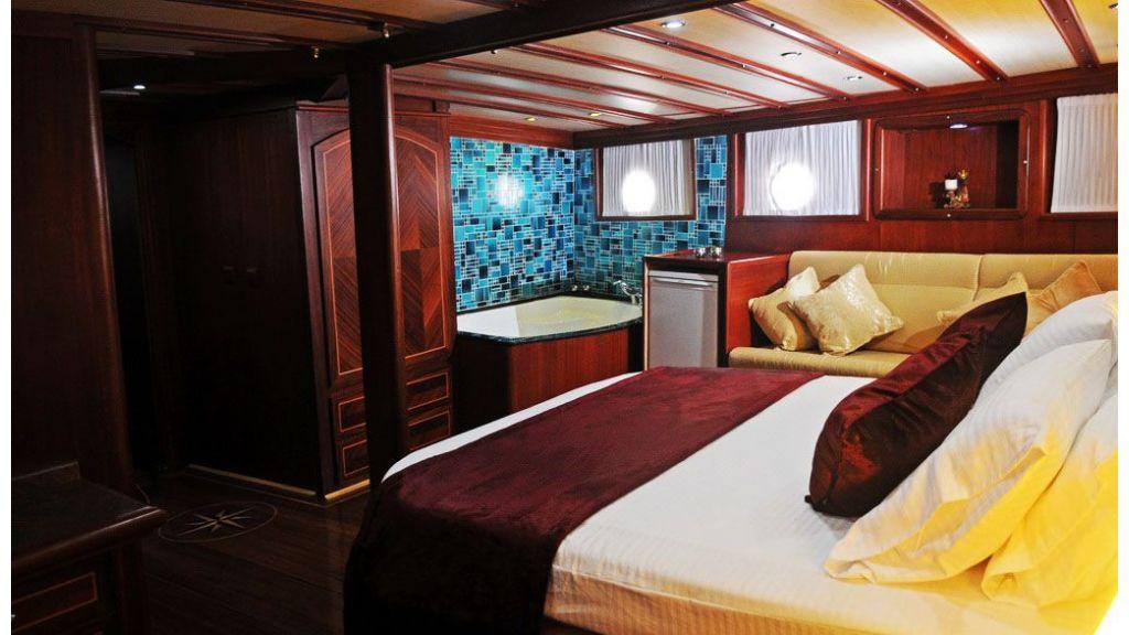30-meter-5-cabins-gulet-master cabin