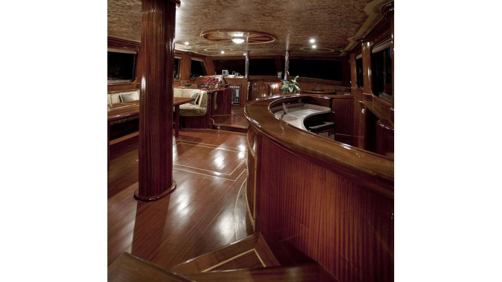 30-meter-6-cabin-luxury-gulet-inner hall-bar