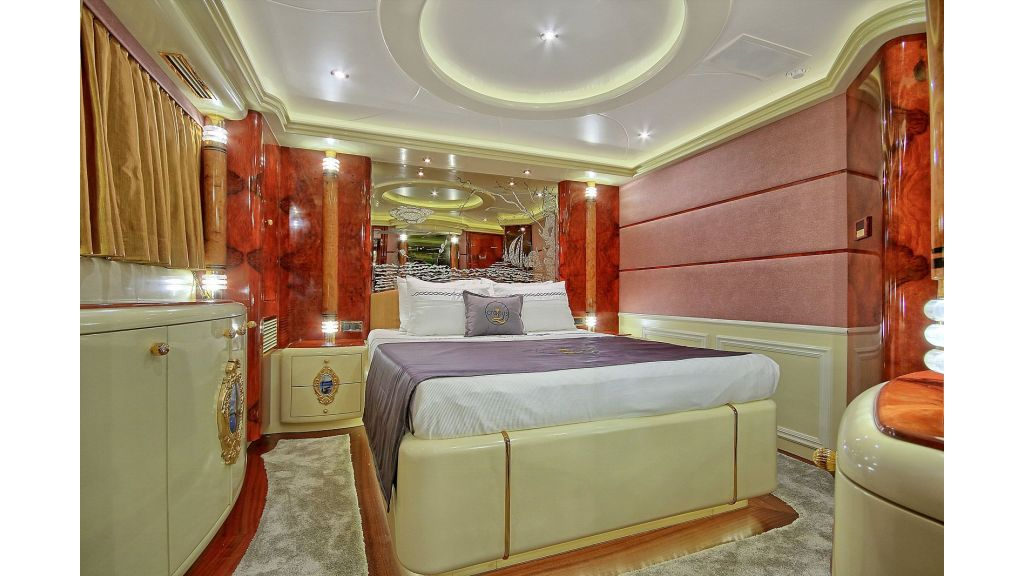39m Mahogany Built Motor Yacht for Sale (21)