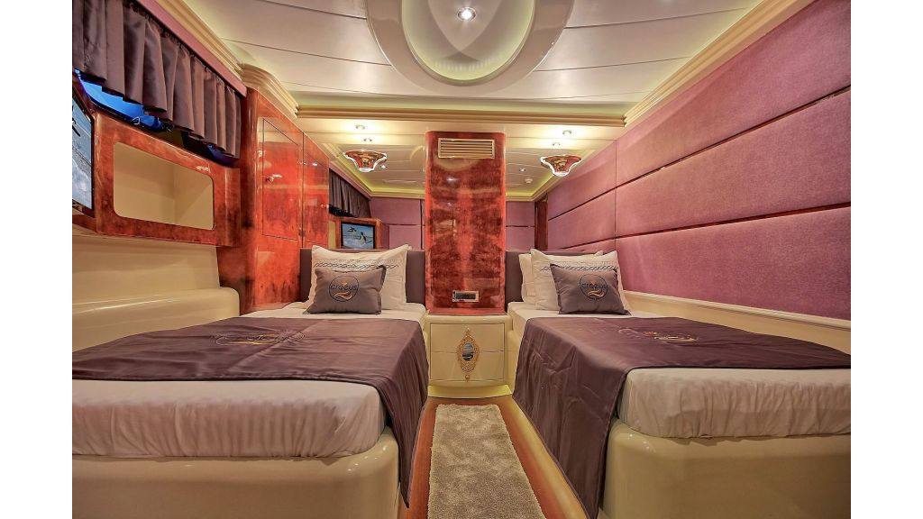 39m Mahogany Built Motor Yacht for Sale (29)