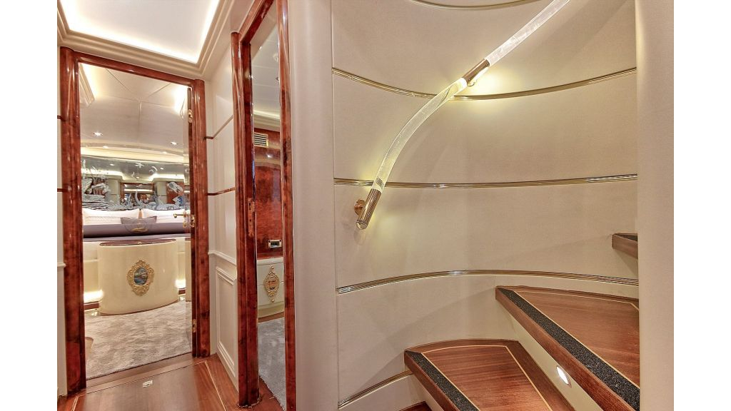 39m Mahogany Built Motor Yacht for Sale (39)