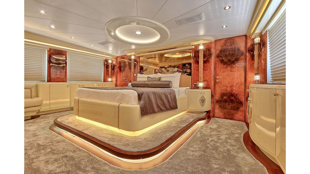 39m Mahogany Built Motor Yacht for Sale (40)