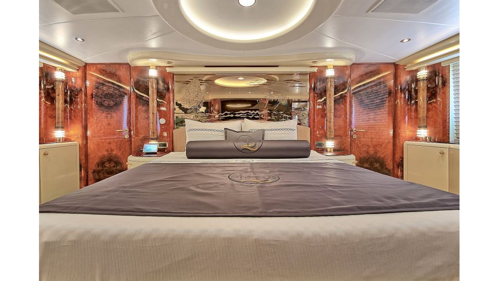 39m Mahogany Built Motor Yacht for Sale (41)