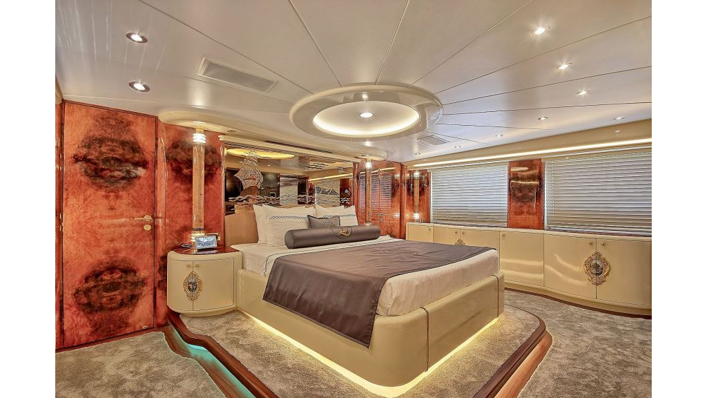 39m Mahogany Built Motor Yacht for Sale (42)