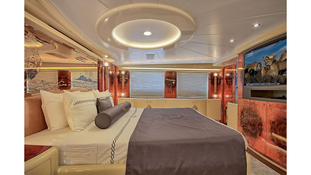 39m Mahogany Built Motor Yacht for Sale (43)