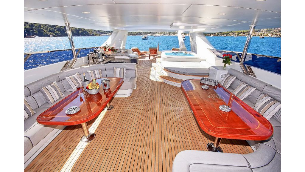 39m Mahogany Built Motor Yacht for Sale (54)