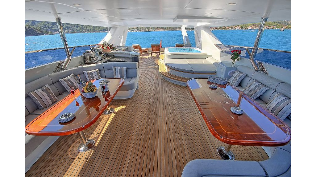 39m Mahogany Built Motor Yacht for Sale (57)