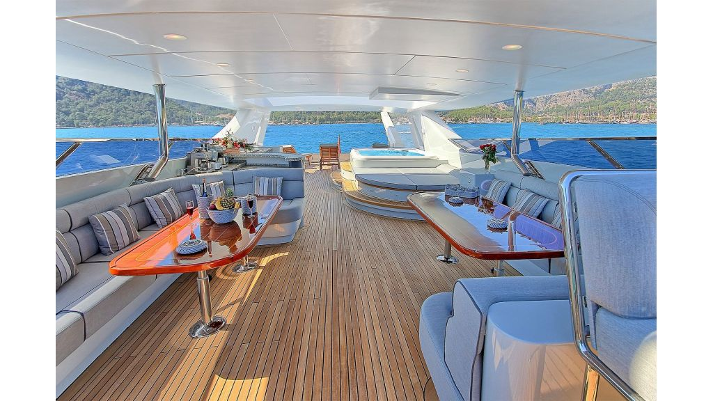 39m Mahogany Built Motor Yacht for Sale (58)