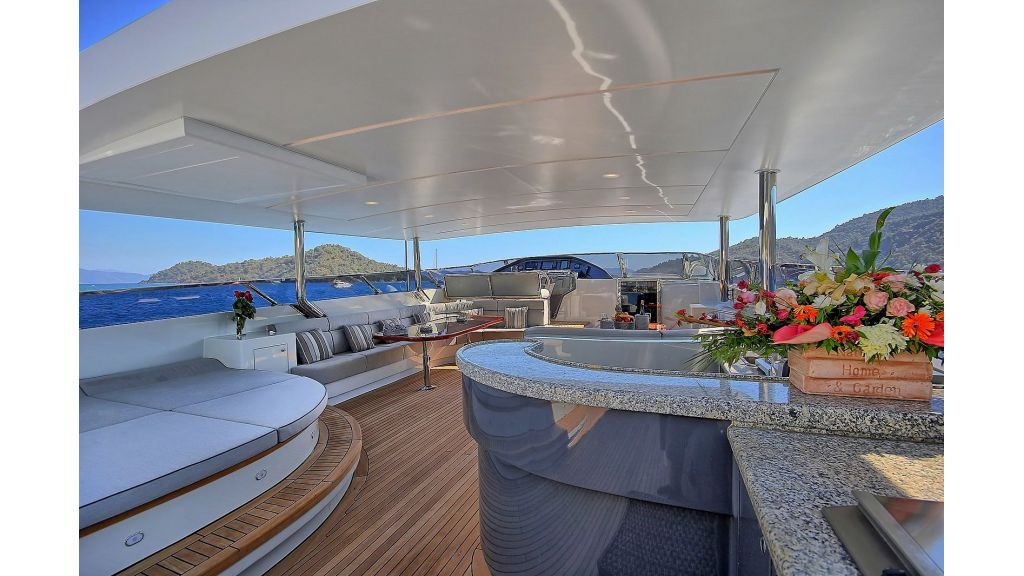39m Mahogany Built Motor Yacht for Sale (61)