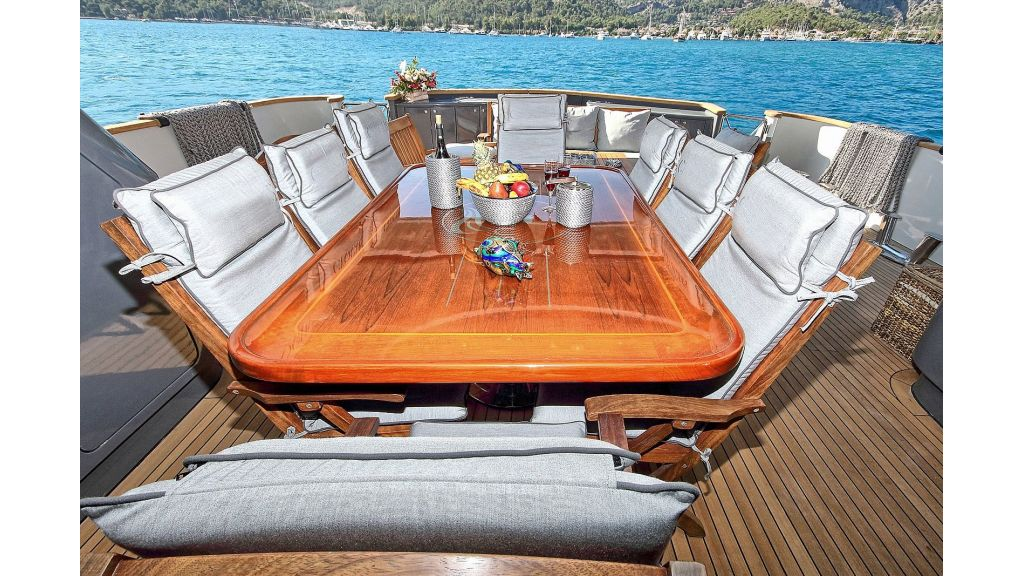 39m Mahogany Built Motor Yacht for Sale (66)