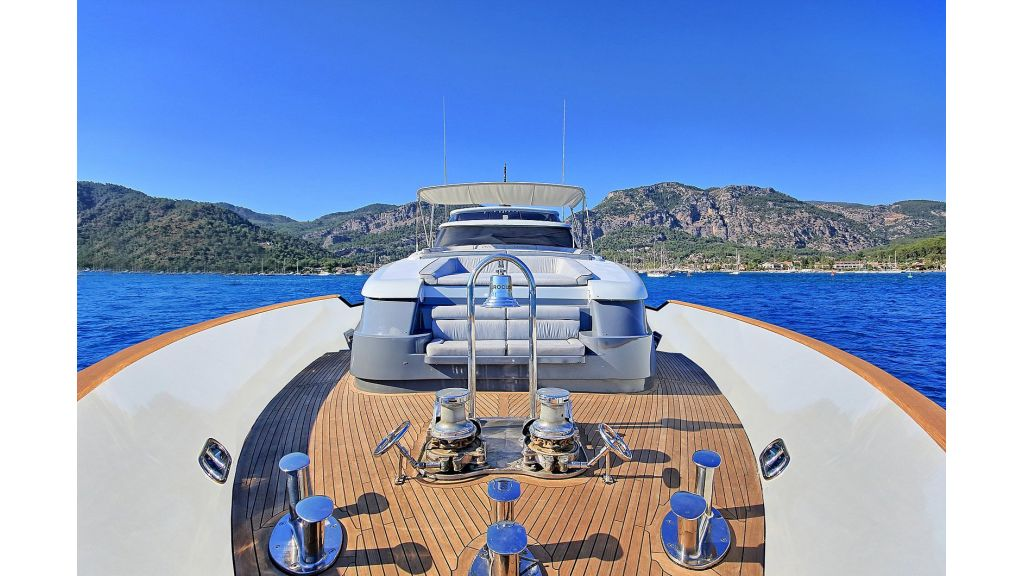 39m Mahogany Built Motor Yacht for Sale (67)