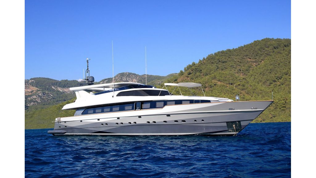 39m Mahogany Built Motor Yacht for Sale (71)