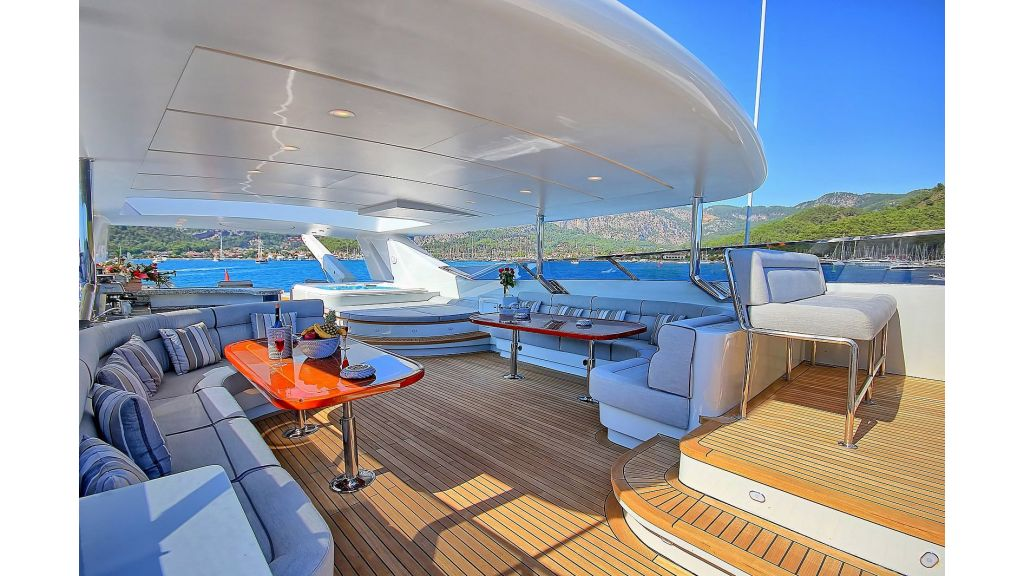 39m Mahogany Built Motor Yacht for Sale (74)