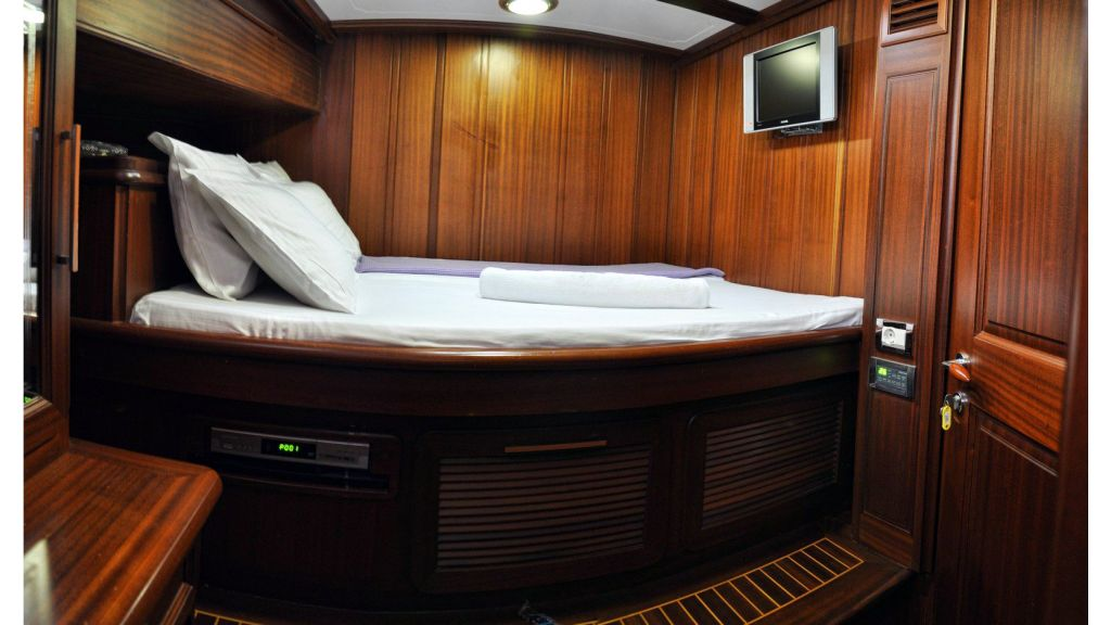 4 cabins custom gulet (42)