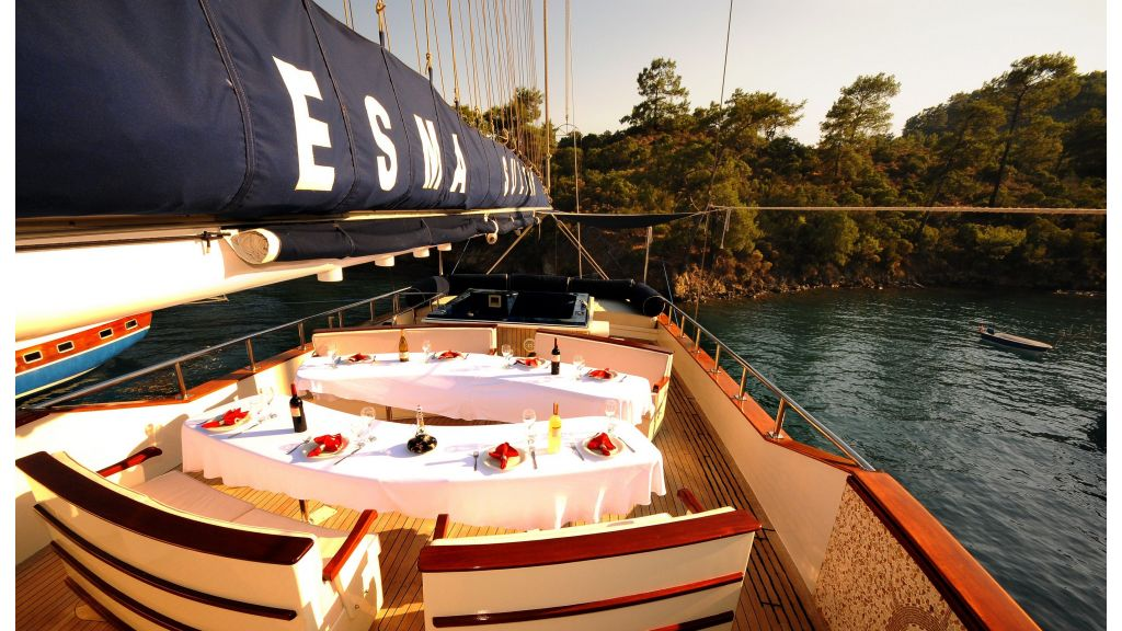 Esma Sultan Sailing Yacht master