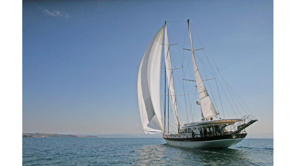 Getaway Luxury Sailing Yacht (12)