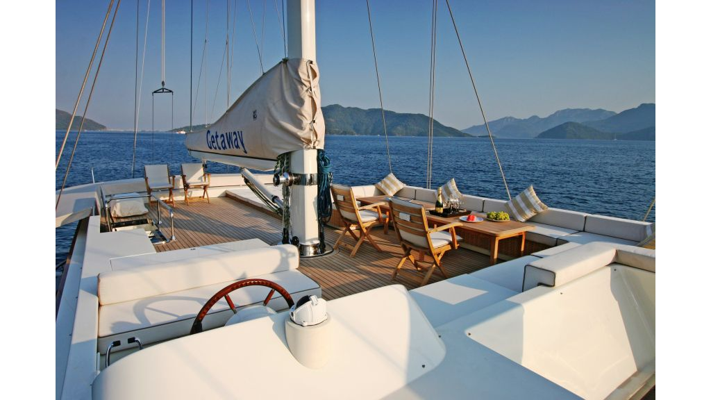 Getaway Luxury Sailing Yacht (14)