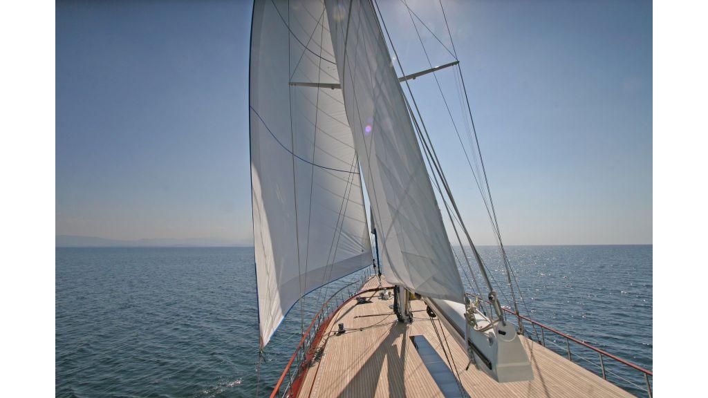 Getaway Luxury Sailing Yacht (21)