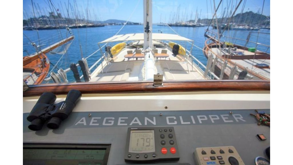 Aegean Clipper,