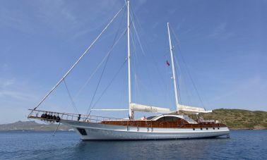 Justiniano Crewed Luxury Yacht master
