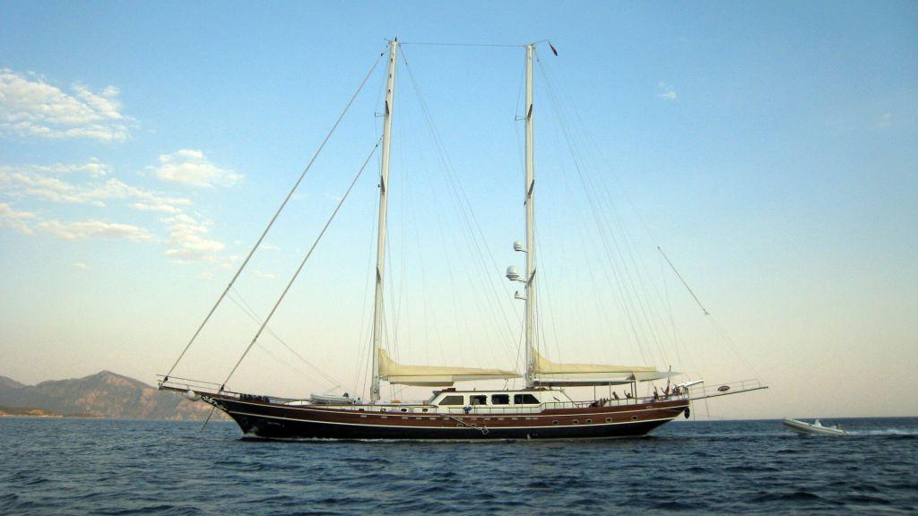 Kaya-Guneri-V-Luxury Yacht (11)