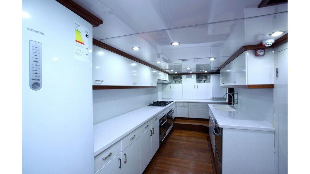 Kaya-Guneri-V-Luxury Yacht (18)