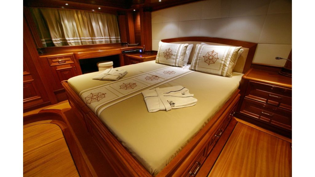 Kaya-Guneri-V-Luxury Yacht (23)