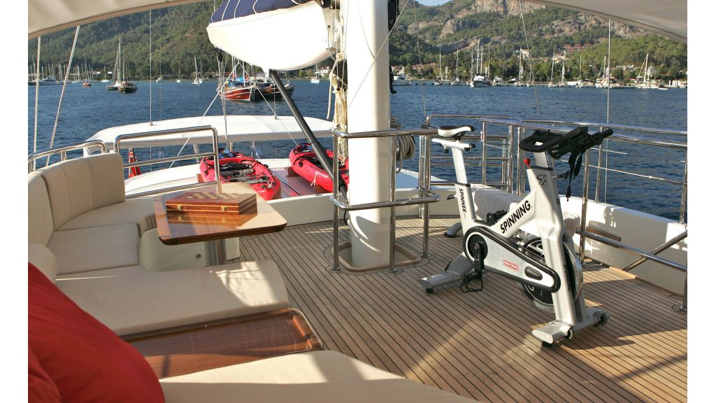 Levantin-Luxury-Sailing-Yacht (11)