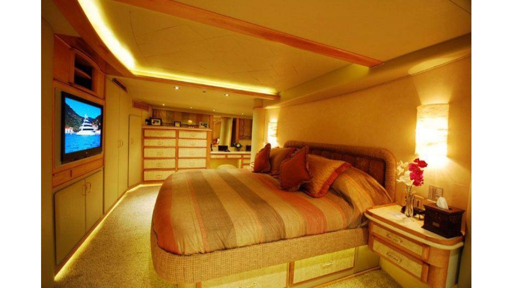 luxury-motoryacht-for-sale-11