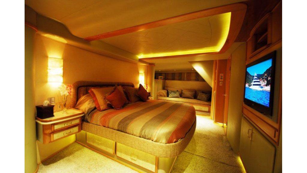 luxury-motoryacht-for-sale-13