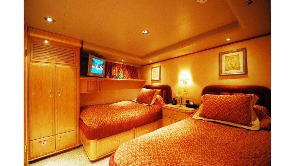 luxury-motoryacht-for-sale-17