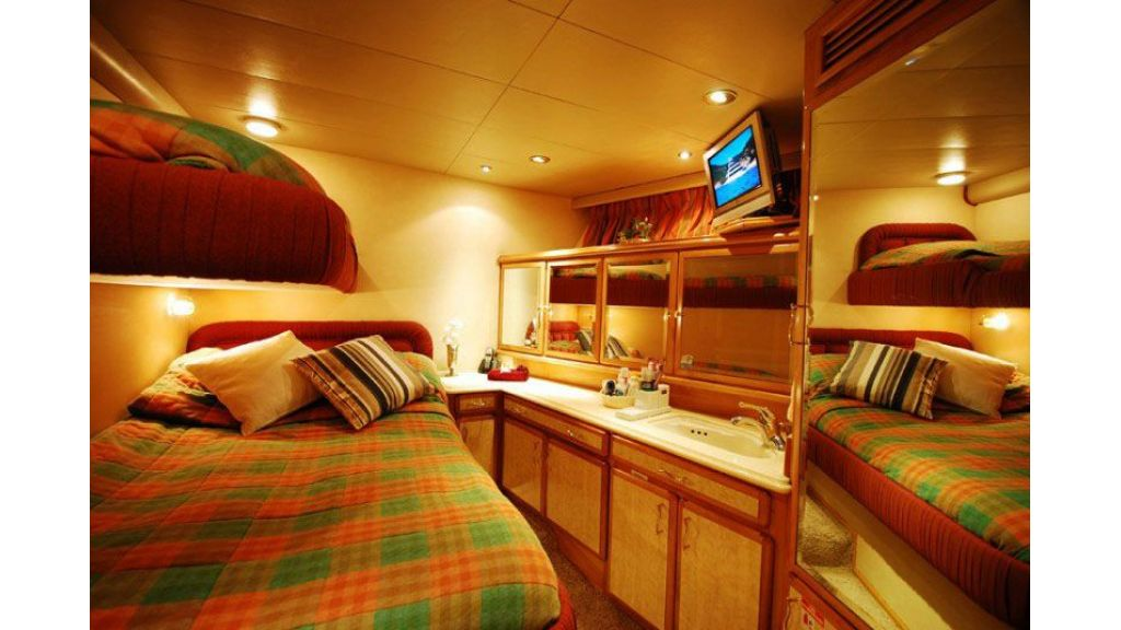 luxury-motoryacht-for-sale-18