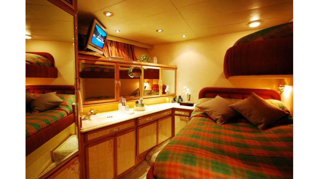 luxury-motoryacht-for-sale-19