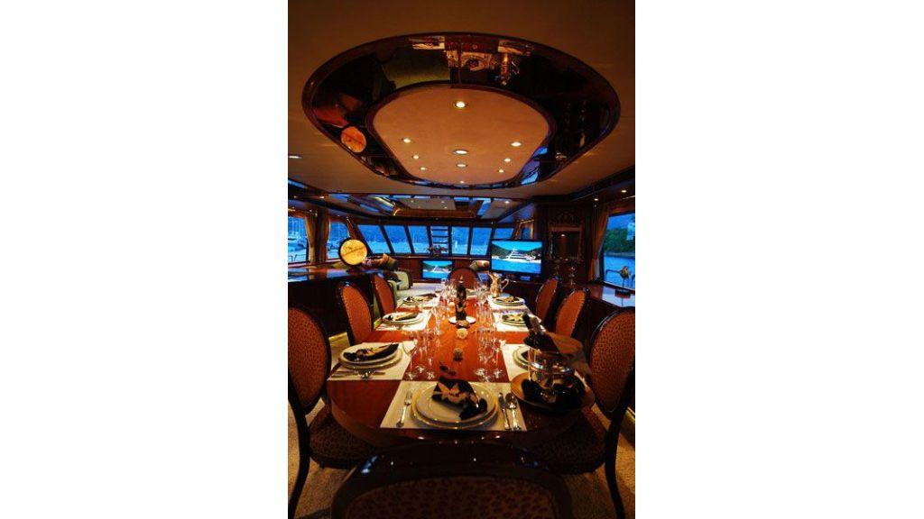 luxury-motoryacht-for-sale-21